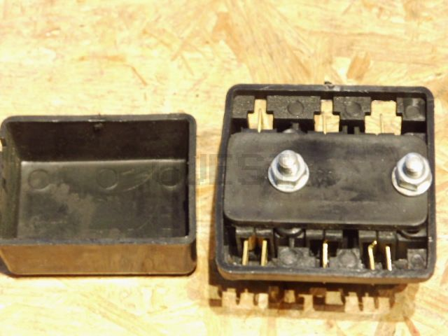 sicherungsdose f flachsicherungen kanuni mit deckel. Black Bedroom Furniture Sets. Home Design Ideas